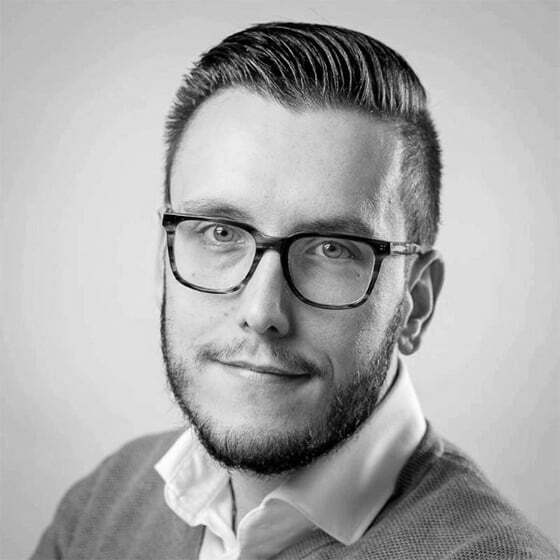 Nick Plokkaar, Man with glasses, Short hair, Father, Smile, Influencers